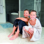 Eine Fussbodenheizung im Badezimmer bringt Wohlgefühl