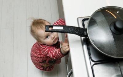 kindersichere Wohnung: Wie viel Schutz ist in der Küche notwendig?